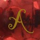 Rojo brillo letras doradas